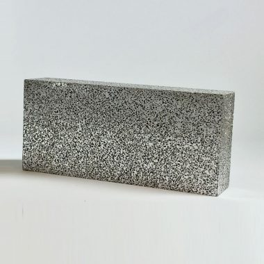 Blocks made of porous aluminium